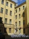 Захарьевская ул., д. 17. Дворовый фасад. фото июль 2015 г.