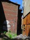 ул. Сторожевой Башни, д. 4/Подгорная ул., д. 4. Деревянный жилой дом, 1869, Фрагмент двора. Фото июль 2015 года