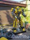 Ломоносова ул. (Парголово), д. 5. «Музей Восстания машин». Экспонат «Военный робот». фото август 2015 г.