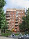 Петрозаводская ул., д. 5. 7-этажный жилой дом. Общий вид здания со стороны двора. фото сентябрь 2015 г.