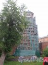 Крепостная ул. (Выборг), д. 5а. Часовая башня в лесах. фото июнь 2016 г.