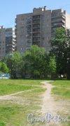 Улица Малая Балканская, дом 4, корпус 2. 14-этажный жилой жом серии 1-528кп80 1976 года постройки. 1 парадная, 97 квартир. Фото 24 мая 2018 года.