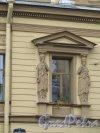 Ул. Чайковского, д. 45. Особняк А. С. Юрьевича, 1869-70, арх. Д.Д. Соколов. Обрамление окна 2-го этажа. Фото июнь 2016 г.