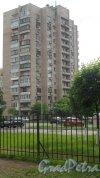 Улица Димитрова, дом 6, корпус 1. 14-этажный жилой дом серии 1-528кп81 1974 года постройки. 1 парадная, 84 квартиры. Фото 6 июня 2018 года.