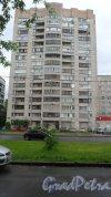 Улица Димитрова, дом 18, корпус 1, 8-я парадная. 16-этажная секция дома. Фото 11 июня 2018 года.