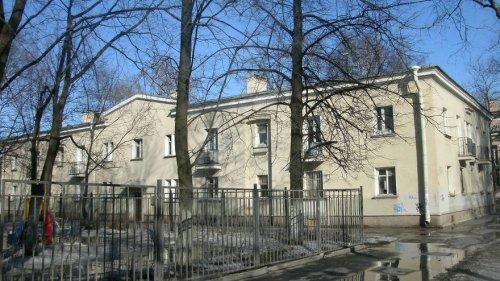 улица Савушкина. дом 43. Двухэтажный дом 1949 года постройки.