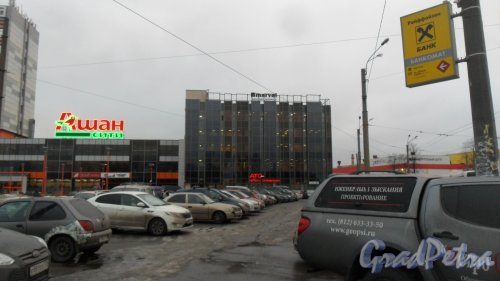 Улица Седова, дом 11, корпус 2, литер А. Бизнес-центр «Марвел», 327-11-57. Фото 21 декабря 2016 года.
