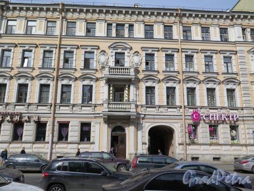 Ул. Ломоносова, д. 16. Доходный дом М. П. Кудрявцевой. Общий вид фасада здания. Фото май 2015 г.