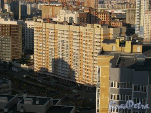 Туристская ул., дом 20, корпус 2. Жилой комплекс «Акварель». Вид с крыши дома 2 по Лыжному пер. Фото 18 апреля 2014 г.