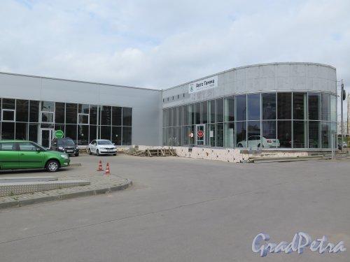 Кушелевская дорога, д. 20. Салон продаж фирмы «Шкода». фото май 2015 г.