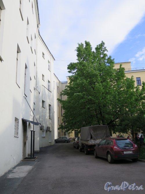 Ул. Чайковского, д. 2. Проходной двор. фото май 2015 г.