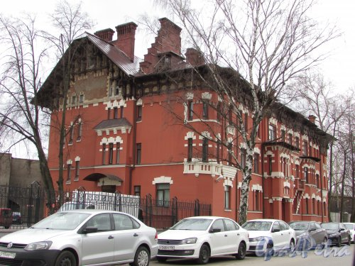 Малая Митрофаньевская улица, дом 4, литера А. Общий вид здания после реставрации. Фото 30 апреля 2017 года.