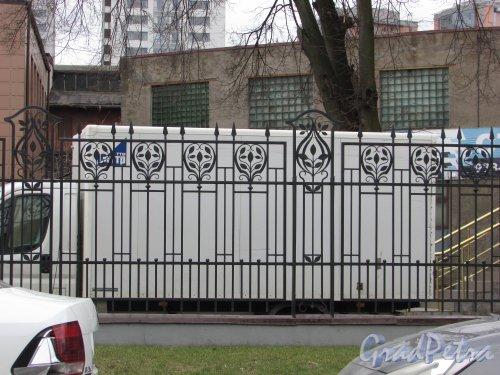 Малая Митрофаньевская улица, дом 4. Ограда участка. Фото 30 апреля 2017 года.