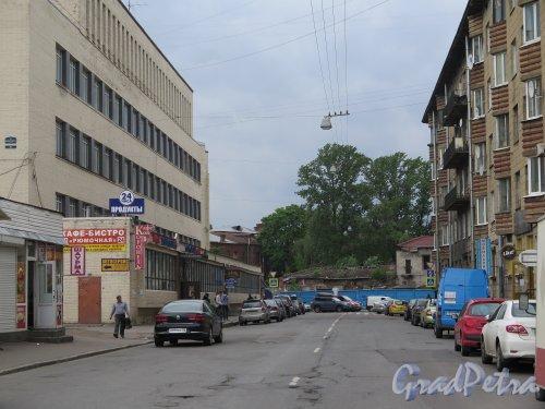 Перспектива Библиотечного переулка в сторону улицы Шкапина. фото июнь 2015 г.
