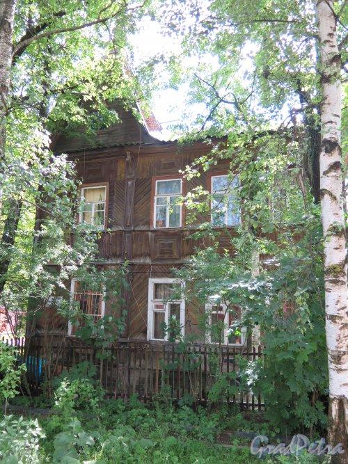 ул. Беляева (Гатчина), д. 20. Двухэтажный жилой дом. фото июнь 2015 г.