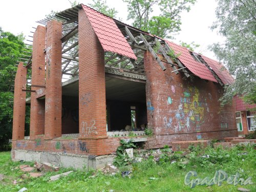 Красная ул. (Гатчина), д. 13а. Недостроенный жилой дом. фото июнь 2015 г.