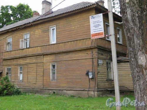 Красная ул. (Гатчина), д. 13а. Деревянный жилой дом. общий вид. фото июнь 2015 г.