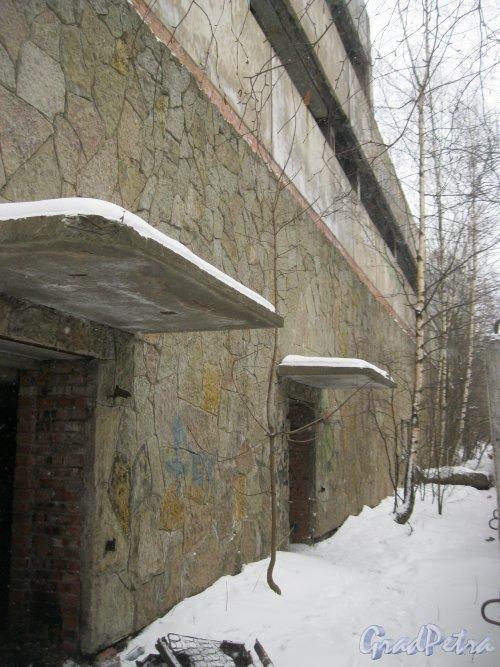 ул. Руднева, дом 15. Долгострой. Фрагмент здания, сторона Актёрского проезда. Фото 27 февраля 2016 г.