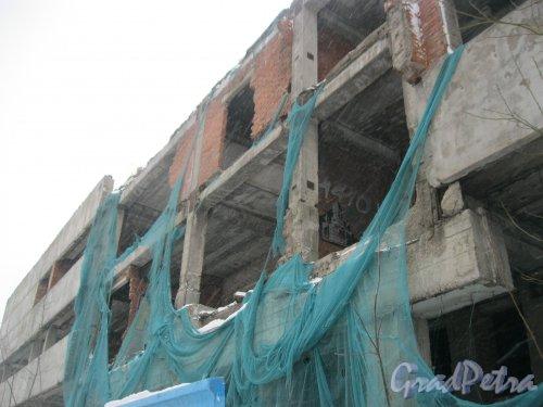 ул. Руднева, дом 15. Долгострой. Фрагмент здания. Фото 27 февраля 2016 г.