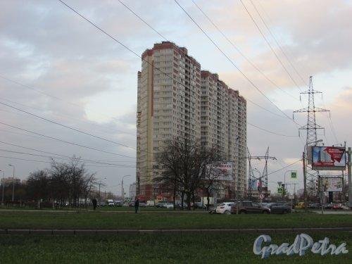 улица Орджоникидзе, дом 52, литера А. Общий вид жилого дома ЖК «Звёздный». Фото 9 ноября 2017 года.