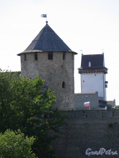 Псковская ул. (Ивангород), д.3. Ивангородская Крепость, Две башни. фото июль 2015 г.