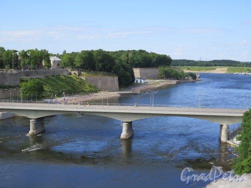 Нарвский мост Дружбы (эст. Narva Sõpruse sild — «Сыпрус») через реку Нарва в створе трассы Е20. фото июль 2015 г.