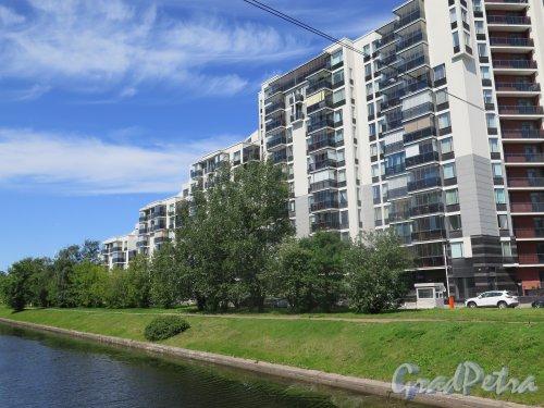 Барочная ул., д. 12. Жилой комплекс бизнес-класса «Ориенталь», 2010. Общий вид комплекса. фото июль 2015 г.