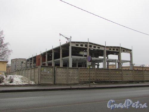 Железноводская улица, дом 3а, литера Ж. Вид на строительство нового здания со стороны Уральской улицы. Фото 27 января 2018 года.