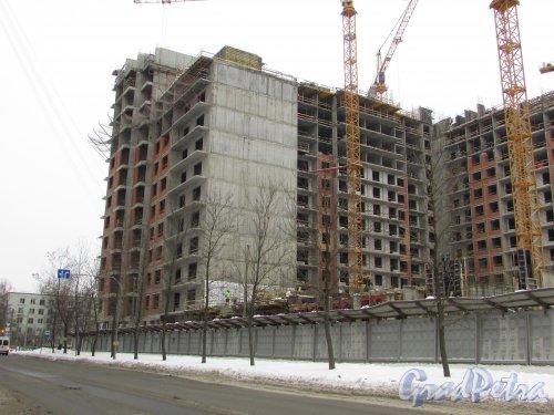 улица Костюшко, дом 19. Строительство ЖК «Москва» на перекрёстке 5-го Предпортового проезда и улицы Галстяна. Фото 11 февраля 2018 года.