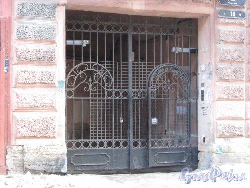 Боровая улица, дом 10, литера А. Ворота арки во двор. Фото 15 февраля 2018 года.