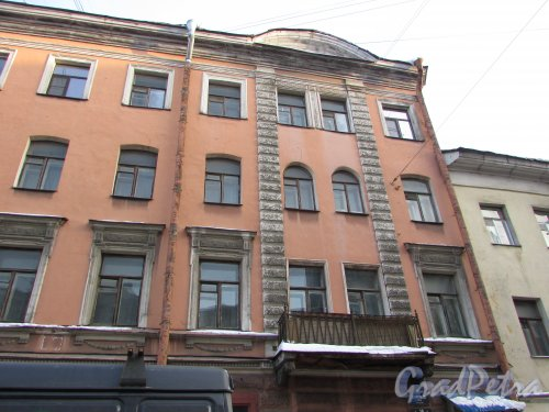 Боровая улица, дом 10 Правая часть фасада здания. Фото 15 февраля 2018 года.