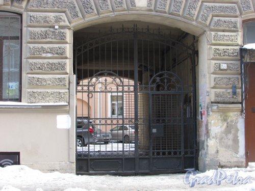 Боровая улица, дом 14. Ворота арки во двор. Фото 15 февраля 2018 года.