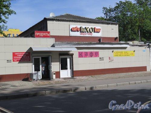 Заставская ул., д. 13, лит. В. Кафе-бар «Luxo». Встроенное здание в забор производства. фото август 2015 г.