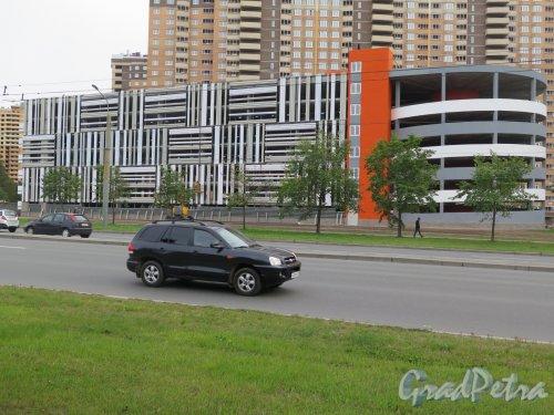 Кушелевская дорога, д. 5. Крытый гараж. Общий вид в законченном состоянии. фото сентябрь 2015 г.