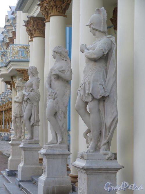 Садовая ул. (Пушкин), д. 9. Фрагмент центрального портика Екатерининского дворца. фото сентябрь 2015 г