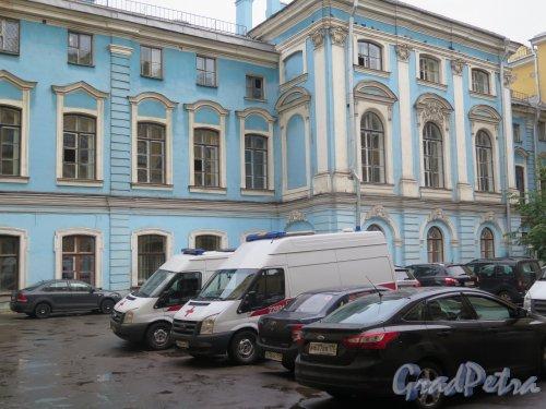 Итальянская ул., д. 25. Дворец И. И. Шувалова. Дворовый фасад. фото сентябрь 2015 г.