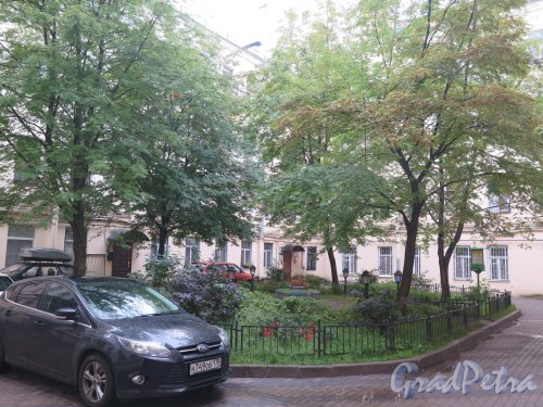 Фурштатская ул., д. 27. Доходный дом С. Т. Овсянникова. Двор. фото сентябрь 2015 г.