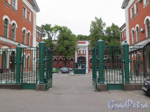 Улица Комсомола, д. 1-3. Завод «Арсенал». Парадные ворота. фото сентябрь 2015 г.