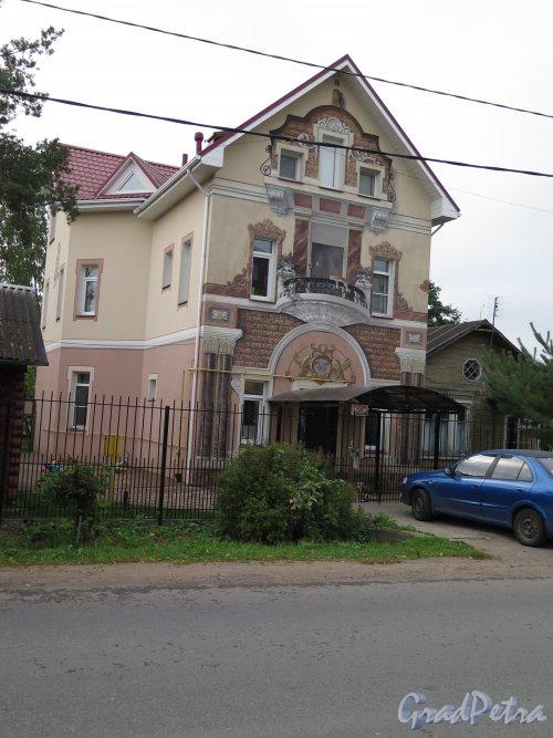 Ул. 1-го Мая, д. 40. (Петергоф) Индивидуальный жилой дом. Общий вид. фото сентябрь 2015 г