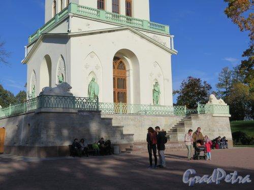 Фермская дорога (Пушкин), д. 2. Павильон Белая башня. Оформление первого яруса. фото октябрь 2015 г.