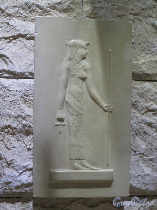 Почтамтская ул., д. 14. Государственный музей истории религии. Экспонат. Египетская богиня. фото февраль 2016 г.