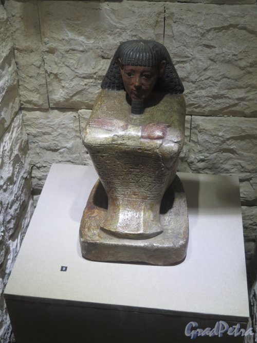 Почтамтская ул., д. 14. Государственный музей истории религии. Экспонат. Статуя египетского писца. фото февраль 2016 г.