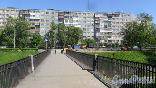 Белградская улица, дом 34, корпус 1. 9-этажный жилой дом серии 1-ЛГ-602В-9 1969 года постройки. 9 парадных, 324 квартиры. Фото 21 мая 2018 года.