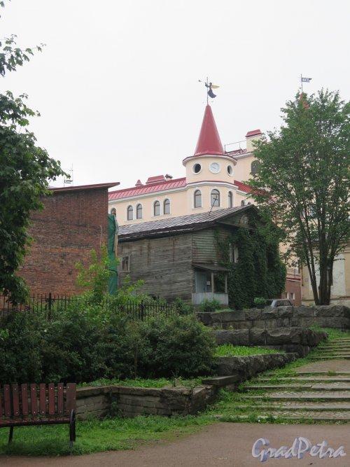 Красноармейская ул. (Выборг). Террасный сад. Вид от Рыночной пл. фото июнь 2016 г.