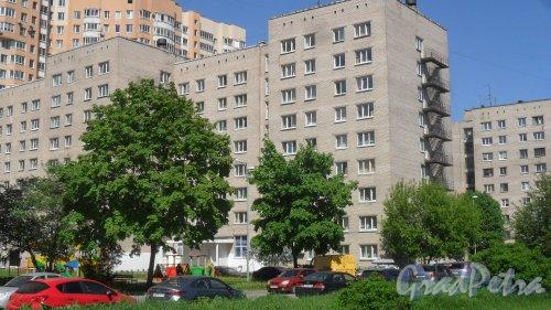Улица Димитрова, дом 3, корпус 3. 9-этажный жилой дом серии 1-447С-54 1973 года постройки. 2 парадные, 32 квартиры. Фото 24 мая 2018 года.
