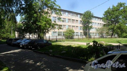 Улица Димитрова, дом 10, корпус 3. Гимназия №205 Фрунзенского района Санкт-Петербурга,(812)7734364, gym205.ru . Фото 29 мая 2018 года.