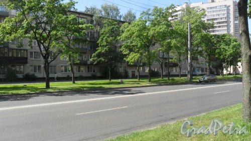 Будапештская улица, дом 43, корпус 1. 5-этажный жилой дом серии 1ЛГ-502-9 1965 года постройки. 9 парадных, 134 квартиры. Фото 30 мая 2018 года.