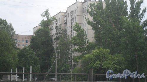 Улица Димитрова, дом 12, корпус 2. 9-этажный жилой дом серии 1ЛГ-606-4 1972 года постройки. 4 парадные, 208 квартир. Фото 6 июня 2018 года.