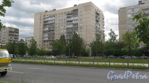 Улица Димитрова, дом 9, корпус 1. 12-этажный жилой дом 137 серии 1982 года постройки. 2 парадные, 140 квартир. Фото 7 июня 2018 года.