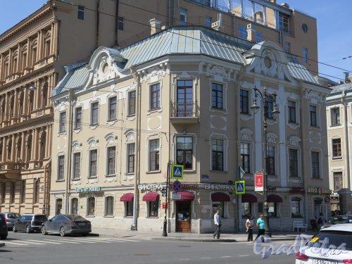 Фурштатская ул., д. 62/Потемкинская ул., д. 9. Особняк С. С. Боткина. Общий вид здания. фото июнь 2016 г.